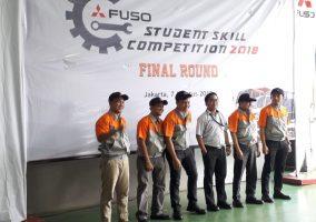 Siswa_SMK Bhakti Bangsa Jurusan Teknik Kendaraan Ringan Otomotif (TKRO) Sedang Melaksanakan Kegiatan Adu Skill di Fuso Student Skill Competition 2018